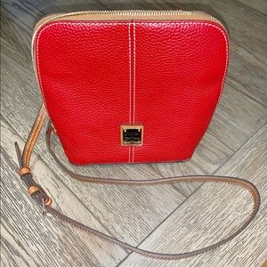 Dooney & Bourke, pebble grain crossbody.